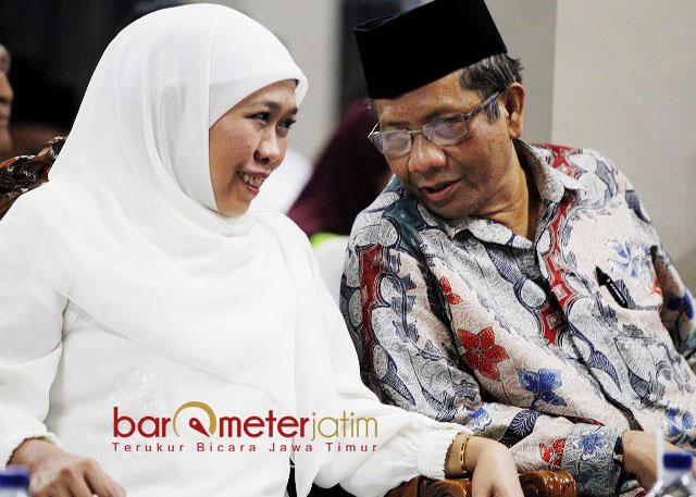 'PUNAKAWAN' GUS DUR: Khofifah Indar Parawansa dan Mahfud MD menghadiri Haul ke-8 Gus Dur di Ponpes Tebuireng Jombang, Kamis (28/12). | Foto: Barometerjatim.com/MARIJAN AP