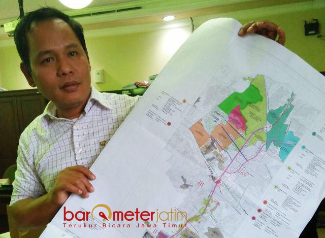 KOORDINASI DI PEMKOT MACET: Syaifuddin Zuhri, proyek JLLB mandek karena tak ada koordinasi di internal Pemkot Surabaya. | Foto: Barometerjatim.com/NATHA LINTANG