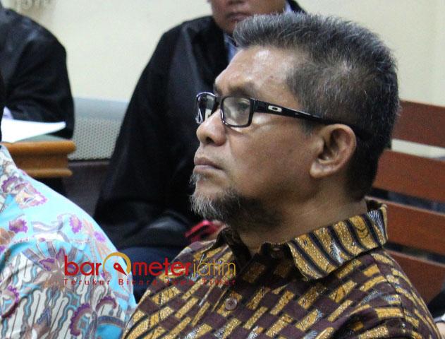 TUJUH TAHUN PENJARA: Mochammad Basuki, divonisi tujuh tahun penjara serta hak politiknya dicabut dalam kasus suap DPRD Jatim di Pengadilan Tipikor Surabaya, Senin (29/1). | Foto: Barometerjatim.com/DOK