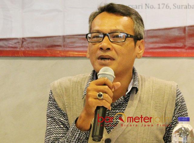 TAK YAKIN YENNY BERSEDIA: Direktur SSC, Mochtar W Oetomo tak yakin Yenny Wahid menerima pinangan Partai Gerinda untuk dicalonkan sebagai Cagub di Pilgub Jatim 2018. | Foto: Barometerjatim.com/ROY HASIBUAN