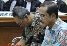 EMPAT TAHUN PENJARA: Rahman Agung (kiri) dan Santoso, masing-masing divonis empat tahun penjara karena terlibat kasus suap DPRD Jatim. | Foto: Barometerjatim.com/DOK
