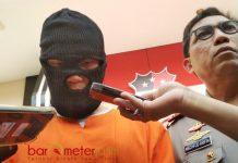 GURU CABUL: MSH (kiri), guru SD ini diduga mencabuli siswa satu kelas sebanyak 65 anak. Kasusnya sedang ditangani Polda Jatim. | Foto: Barometerjatim.com/ENEF MADURY