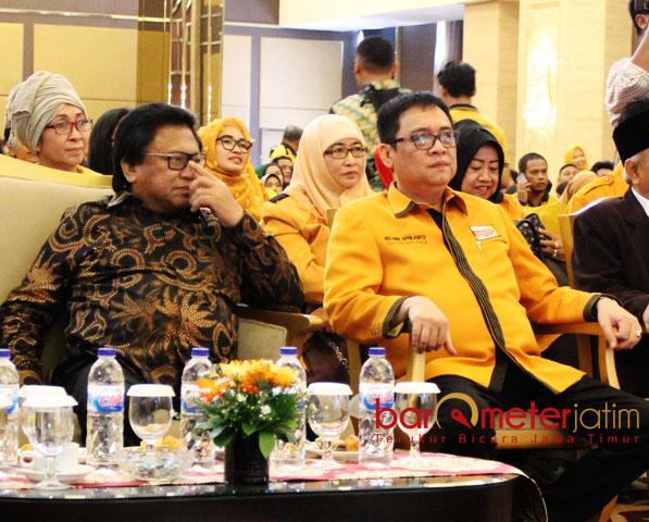 TAK GENTAR: Kelana Aprilianto (kanan) bersama Oesman Sapta Odang, tak gentar dengan manuver kubu Daryatmo. | Foto: Barometerjatim.com/ABDILLAH HR