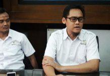 MURNI INISIATIF PKH: Arik Dwi Prasetyo (kanan), kehadiran Khofifah di Mojokerto murni inisiatif pendamping PKH.   Foto: Ist