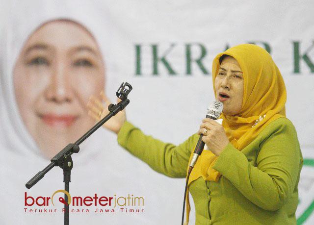 TAK JERA DUKUNG KHOFIFAH: Nyai Hj Muthomimah Hasyim Muzadi, Muslimat NU tidak pernah kapok mendukung Khofifah di Pilgub Jatim. | Foto: Barometerjatim.com/MARIJAN AP