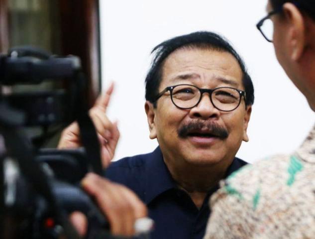 AWASI CALON PETAHANA: Pakde Karwo, calon petahana cenderung menggunakan fasilitas negara saat sosialisasi pencalonannya. | Foto: Ist