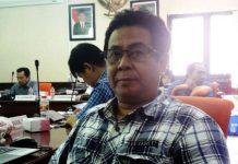 MERASA DILECEHKAN: Ketua Draksi PDIP, Sukadar, tindakan Kasatpol PP bentuk pelecehan terhadap simbol DPRD Surabaya. | Foto: Ist