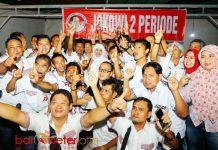 RELAWAN JOKOWI DUKUNG NOMOR 1: Relawan Jokowi mendukung penuh pasangan Khofifah-Emil di PIlgub Jatim 2018.   Foto: Barometerjatim.com/ROY HASIBUAN