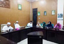 KLARIFIKASI UNTUK JAGA HARMONISASI: Pengurus Muslimat NU dan PWNU Jatim menggelar pertemuan internal di di kantor PWNU Jatim, Surabaya. | Foto: Ist
