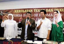 MENUJU KAMPANYE AKBAR: Rhoma Irama siap menggebrak bersama Khofifah-Emil Dardak pada kampanye akbar di Jombang. | Foto: Barometerjatim.com/ROY HASIBUAN