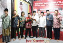 PILIH KHOFIFAH-EMIL: Alumni GMNI yang tergabung dalam Kiper Nasionalis Jatim (KNJ) deklarasi dukungan untuk Khofifah-Emil di Rumah Aspirasi, Surabaya, Minggu (29/4). | Foto: Barometerjatim.com/ROY HASIBUAN