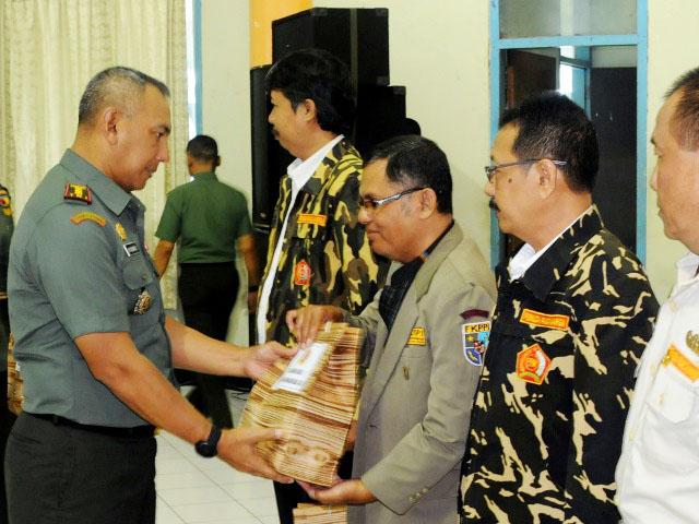 PEMBINAAN: Kegiatan pembinaan keluarga besar TNI tahun 2018 Korem 084/Bhaskara Jaya di aula Makorem, Surabaya, Kamis (5/4). | Foto: Ist