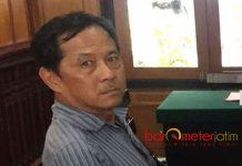 PERKARA PENGGELAPAN SAHAM: Bambang saat menjalani sidang sebagai terdakwa perkara penggelapan saham PT SC.   Foto: Barometerjatim.com/DOK