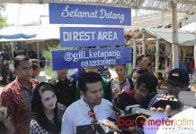 DUTA WISATA: Emil Dardak dan Arumi Bachsin diharapkan bisa mengangkat wisata Gili Ketapang agar lebih dikenal masyarakat luas. | Foto: Barometerjatim.com/ROY HASIBUAN