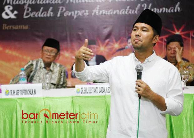 MADURA WILAYAH KAYA: Cawagub Jatim, Emil Dardak dalam seminar nasional tentang Madura di Hotel Utami Sumekar, Sumenep, Senin (2/4). | Foto: Barometerjatim.com/ROY HASIBUAN