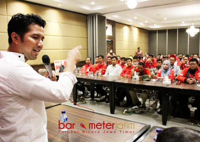 MOTIVATOR ULUNG: Cawagub Emil Dardak beri motivasi kader Partai Solidaritas Indonesia (PSI) se-Jatim. | Foto: Barometerjatim.com/ROY HASIBUAN