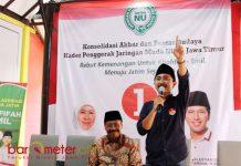SEMANGAT MUDA: Fairouz Huda (kanan) saat Konsolidasi Akbar dan Pentas Budaya Kader penggerak Jarmunu se-Jatim di Rumah Aspirasi Surabaya, Minggu (8/4). | Foto: Barometerjatim.com/ROY HASIBUAN