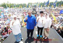 KAMPANYE AKBAR: Susilo Bambang Yudhyono (SBY) turun langsung sebagai jurkam dalam kampanye akbar Khofifah-Emil di Jombang, Minggu (1/4).   Foto: Barometerjatim.com/MARIJAN AP