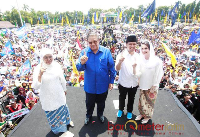 KAMPANYE AKBAR: Susilo Bambang Yudhyono (SBY) turun langsung sebagai jurkam dalam kampanye akbar Khofifah-Emil di Jombang, Minggu (1/4). | Foto: Barometerjatim.com/MARIJAN AP