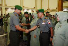 KENAIKAN PANGKAT: Acara korps kenaikan pangkat perwira di gedung Balai Prajurit Makodam V/Brawijaya, Surabaya, Senin (2/4). | Foto: Ist