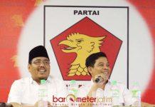 MANDAT CAPRES: Soepriyatno (kanan) bersama Sekretaris DPD Gerindra Jatim, Anwar Sadad, Prabowo tak akan memberikan mandat Capres ke orang lain. | Foto: Barometerjatim.com/ROY HASIBUAN