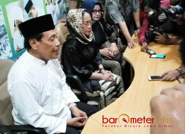 PWNU CABUT LAPORAN: Sukmawati Soekarnoputri usai melakukan pertemuan tertutup dengan kiai PWNU Jatim. | Foto: Barometerjatim.com/ABDILLAH HR