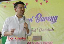 NGOPI BARENG EMIL: Emil Dardak memberikan pemaparan dalam acara Ngopi Bareng di Maospati, Magetan, Kamis (3/5). | Foto: Barometerjatim.com/ROY HASIBUAN