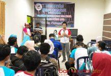 KADER DESA BERSAYA: Cawagub Emil Dardak me-launching kader Desa Berdaya Gedung Serbaguna, Balong, Kabupaten Ponorogo, Rabu (30/5). | Foto: Barometerjatim.com/ROY HASIBUAN