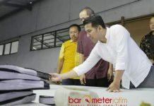 TANTANGAN REVOLUSI INDUSTRI 4.0: Emil Dardak saat mengunjungi salah satu industri di Kabupaten Nganjuk. | Foto: Barometerjatim.com/DOK