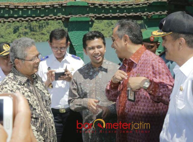 PERESMIAN: Emil Dardak menghadiri peresmian pelayaran perdana Kapal Perintis Route-106 Jalur selatan Jawa di Pelabuhan Cilacap, Rabu (9/5). | Foto: Barometerjatim.com/ ROY HASIBUAN
