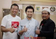 JAGA KOMITMEN: Emil Dardak bersama relawan Khofifah-Emil Tulungagung, Sabtu (28/4). Komitmen mengembangkan dan memajukan wilayah selatan. | Foto: Barometerjatim.com/ROY HASIBUAN