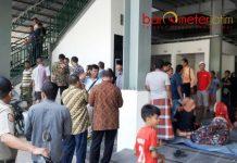 TAK SESUAI HARAPAN: Para pedagang yang akan menempati Pasar Baru Gresik mengeluhkan mahalnya harga stan. | Foto: Barometerjatim.com/DIDIK HENDRIYONO