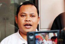 TANPA KLARIFIKASI: Tony Wijaya, keluarkan rekomendasi tanpa klarifikasi dengan tim paslon Khofifah-Emil. | Foto: Barometerjatim.com/ABDILLAH HR
