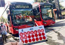 BUS BERBAYAR SAMPAH PLASTIK: Keliling Kota Pahlawan dengan transportasi Bus Suroboyo, cukup membayar dengan sampah plastik. | Foto: Barometerjatim.com/WIRA HARLIJADI