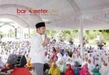 HALAL BI HALAL MUSLIMAT NU: Emil Dardak berpidato di cara halal bi halal Muslimat NU Kabupaten Kediri, Kamis (21/6). | Foto: Barometerjatim.com/ROY HASIBUAN