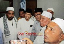 TEKNOLOGI GARAM: Emil Dardak saat menghadiri haul RKH Abdul Hamid bin Itsbat di Banyuanyar, Pamekasan, Madura, Minggu (3/06). | Foto: Barometerjatim.com/ROY HASIBUAN