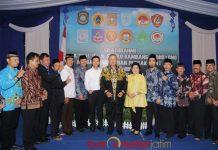 12 PERGURUAN PENCAK SILAT: Susilo Bambang Yudhoyono (SB) dan Emil Dardak silaturahim dengan paguyuban pencak silat se-Kabupaten Madiun, Senin (18/6). | Foto: Barometerjatim.com/ROY HASIBUAN