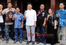 DUKUNGAN EKS TOKOH PDIP: Emil Dardak mendapat dukungan penuh dari eks tokoh PDIP Kabupaten Malang, Peni Suparto, Jumat (1/6). | Foto: Barometerjatim.com/ROY HASIBUAN