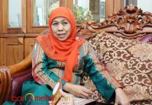 SONGKET SUTRA LAMONGAN: Baju songket sutra yang dipakai Khofifah Indar Parawansa berasal dari Kecamatan Maduran, Kabupaten Lamongan. | Foto: Barometerjatim.com/ROY HASIBUAN