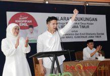SEMANGAT PEMIMPIN: Khofifah dan Emil Dardak saat menghadiri deklarasi dukungan dari masyarakat desa hutan di Pandaan, Pasuruan, Selasa (5/6). | Foto: Foto Barometerjatim.com/ROY HASIBUAN