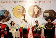 LOYALIS JOKOWI BARA JP: Khofifah menghadiri acara loyalis Jokowi, Bara JP di Surabaya, Rabu (20/6) malam,   Foto: Barometerjatim.com/MARIJAN AP