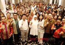 LOYALIS JOKOWI SOLIDKAN BARISAN: Loyalis Jokowi, Bara JP-RKIH menylodidkan barisan untuk memenangkan Khofifah-Emil Dardak di Pilgub Jatim.   Foto: Barometerjatim.com/MARIJAN AP