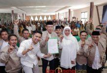 MASYARAKAT DESA HUTAN: Khofifah-Emil Dardak mendapat dukungan dari Masyarakat Desa Hutan (MDH). Deklarasi digelar di Pandaan, Pasuruan, Selasa (5/6). | Foto: Foto Barometerjatim.com/ROY HASIBUAN