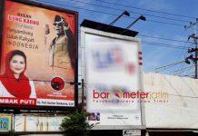 ANDALKAN SOSOK BUNG KARNO: Billboard Puti Guntur dengan background gambar Bung Karno di pertigaan Rungkut Industri Surabaya. | Foto: Barometerjatim.com/ABDILLAH HR