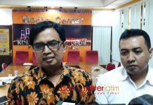 TIMSEL KOMISIONER TAMBAHAN: Abdul Chalik (kiri), prioritaskan pendaftar komisioner tambahan KPU Jatim yang berpengalaman dalam kepemiluan. | Foto: Barometerjatim.com/ABDILLAH HR