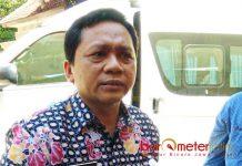 TUNGGU PAKDE KARWO: Aris Wibawa, PAW ketiga anggota DPRD Lamongan tinggal menunggu tanda tangan Gubernur Soekarwo. | Foto: Barometerjatim.com/HAMIM ANWAR