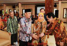 SARESEHAN KOPERASI: Bupati dan wakil Bupati Lamongan menghadiri sarasehan soal koperasidi Pendopo Lokatantra Lamongan, Kamis (19/7). | Foto: Barometerjatim.com/HAMIM ANWAR