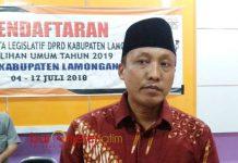 PENDAFTARAN RAMPUNG, PKPI ABSEN: Divisi Teknis Komisioner KPU Lamongan, Nursalam. Hanya PKPI yang tak daftarkan Bacaleg. | Foto: Barometerjatim.com/HAMIEM ANWAR