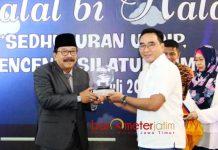 IKA UNDIP SEMARANG: Gubernur Soekarwo menghadiri Halal Bi Halal Ika Undip asal Jatim di Surabaya, Minggu (1/7). | Foto: Barometerjatim.com/ABDILLAH HR