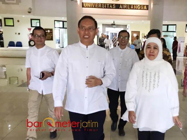 ALUMNUS SUKSES DI PILGUB JATIM: Rektor Unair Surabaya, Prof Nasih menerima kunjungan Gubernur Jatim terpilih, Khofifah Indar Parawansa, Jumat (6/7). | Foto: Barometerjatim.com/MARIJAN AP